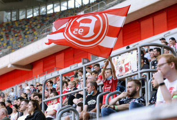 Testspiel Fortuna Düsseldorf Oud-Heverlee Leuven Fan Fahne