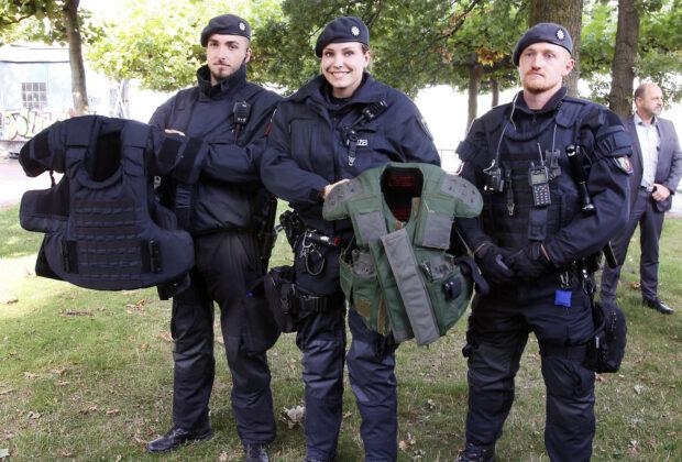 Düsseldorf: Bereitschaftspolizei bekommt neue Ausstattung zum Körperschutz
